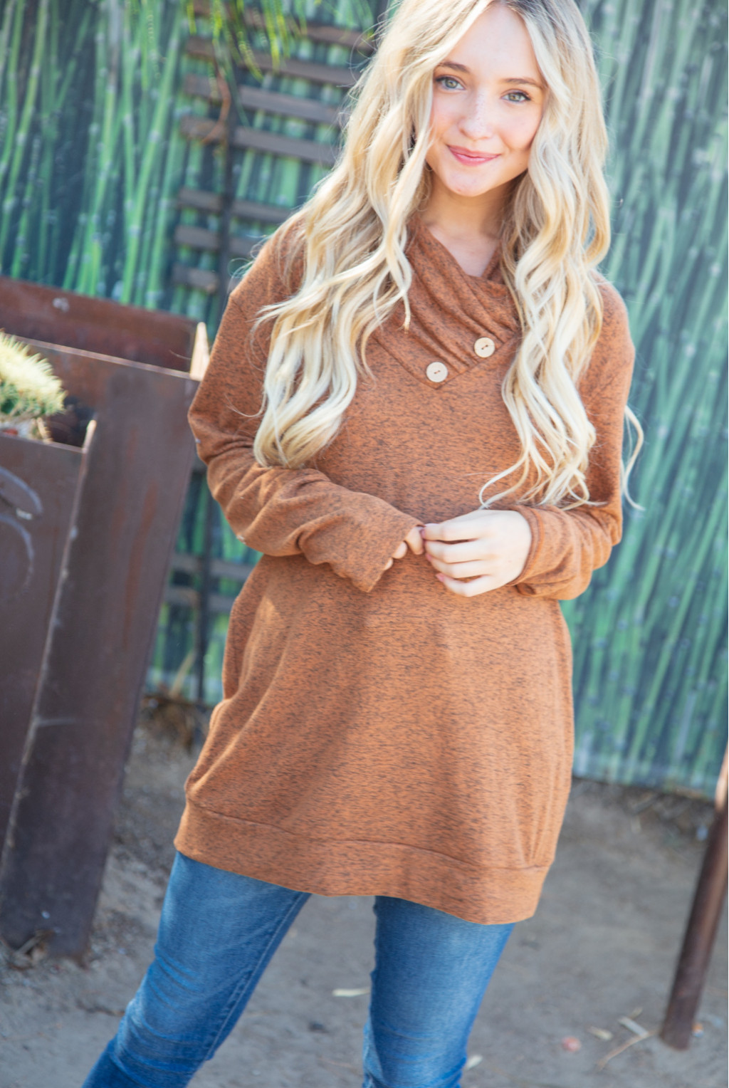 TWO TONE HACCI KNIT SWEATER WITH BUTTON DETAIL